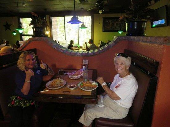 La Palma Mexican Grill: Fun atmosphere at La Palma