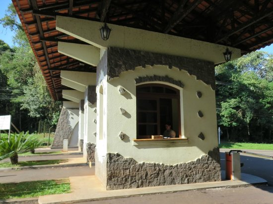 Belmond Hotel das Cataratas : Toll booth for park