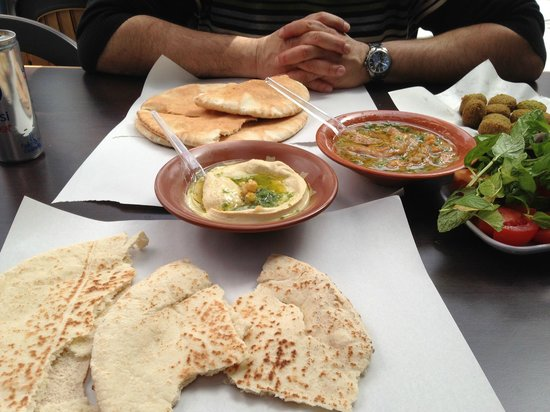 Hashem : Popular falafels!