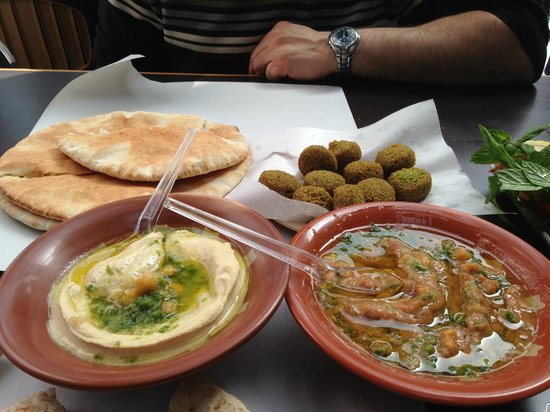Hashem : Hummus,foul,falafels and bread