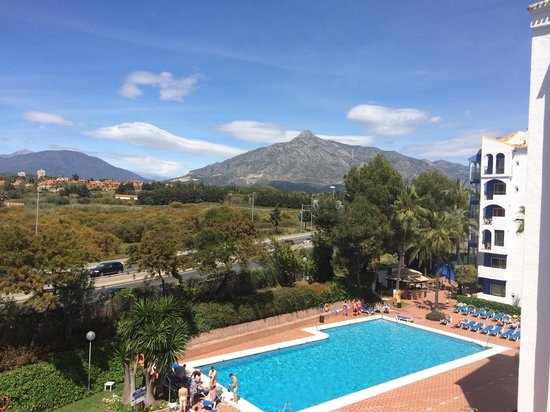 PYR Marbella Hotel: The pool view from Our room 313 lovely room and view