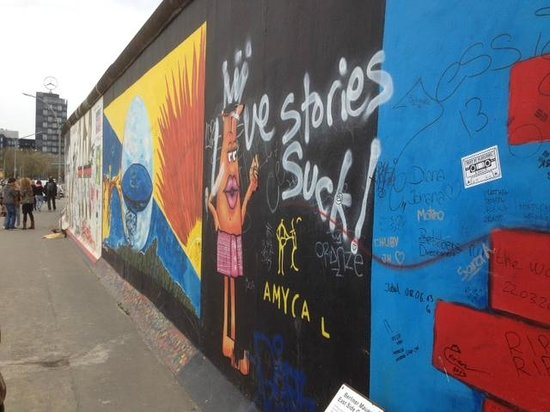 East Side Gallery: So much to see.