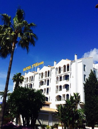 PYR Marbella Hotel: Outside the hotel beautiful