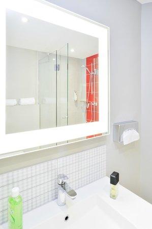 Ibis Styles Lille Centre Grand Place : salle de bain