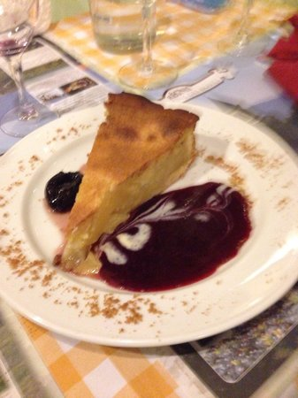 Le Pot Beaujolais : Gâteau maison aux amandes et poires