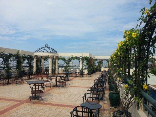 Windsor Plaza Hotel : Roof top terrace