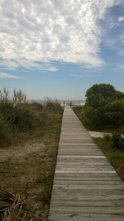 Wild Dunes Resort: beautiful walk to the beach