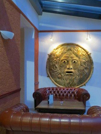 Hotel Caesar Prague : Dans le hall devant le bar