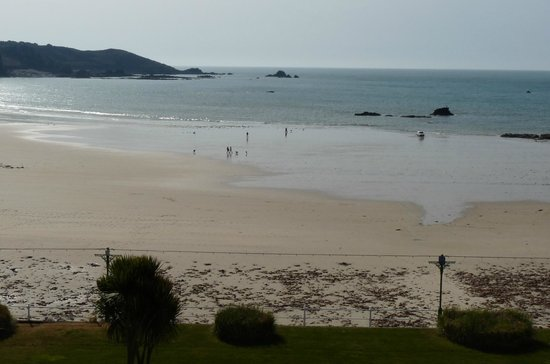 St. Brelades Bay Hotel: St Brelades Bay - beach