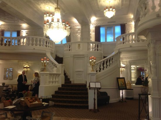 St. Ermin's Hotel, Autograph Collection : What a lobby... service even better!