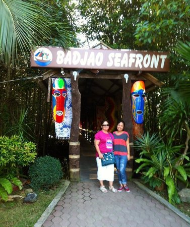 Badjao Seafront: Entrance