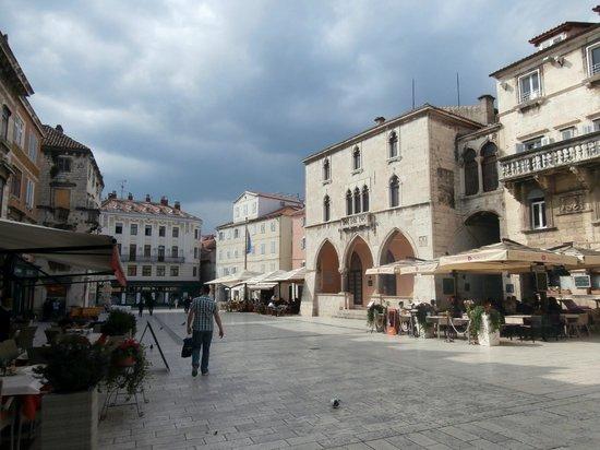 Palais de Dioclétien : A square