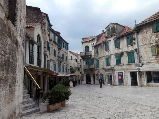 Palais de Dioclétien : Another square