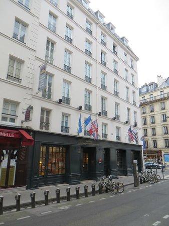 Mercure Paris Notre Dame Saint Germain des Pres : Front of hotel