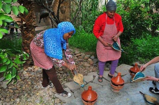 Les Ateliers Lalla Fatima: Assistants