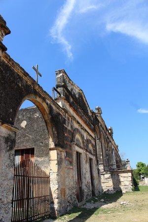 Hacienda Yaxcopoil : Part of building housing machinery