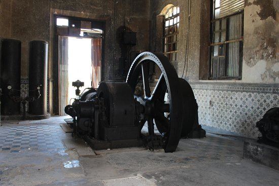 Hacienda Yaxcopoil: old machinery