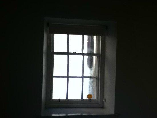 Britannia Edinburgh Hotel: window condensation