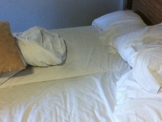 Britannia Edinburgh Hotel: twin beds pushed togeher