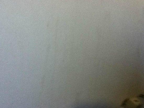 Britannia Edinburgh Hotel: stains again