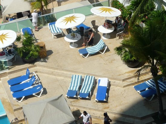 Copacabana Beach Hotel: The terrace in front of the swimming pool