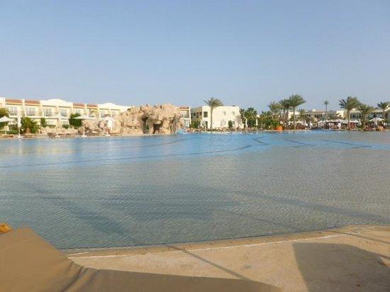 Hilton Sharks Bay Resort: Piscina com Areia