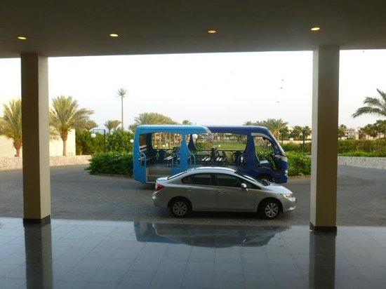 Hilton Sharks Bay Resort: Transporte dentro do Hotel