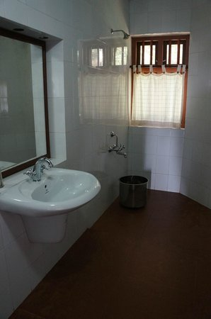 Our Land Island Backwater Resort: Simple Bathroom
