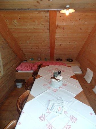 Schnuggebock: Tisch mit Bett