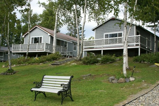 Cozy Cove Cabins: 5 cabins lakeside  with decks