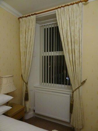 Atholl Villa: ventana de la habitación
