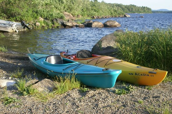 Cozy Cove Cabins: Boat, canoe, Kayak and paddle boate rentals