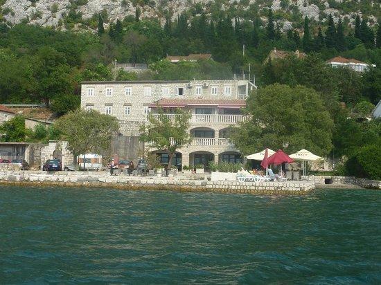 Apartments Bella di Mare: Vista de los apartamentos desde la bahía