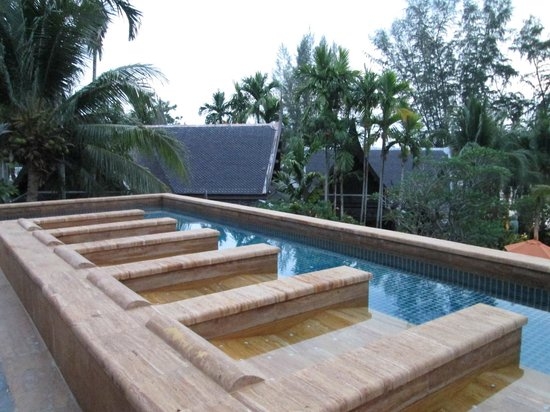 Amari Vogue Krabi: One of the pools with Jaccuzi