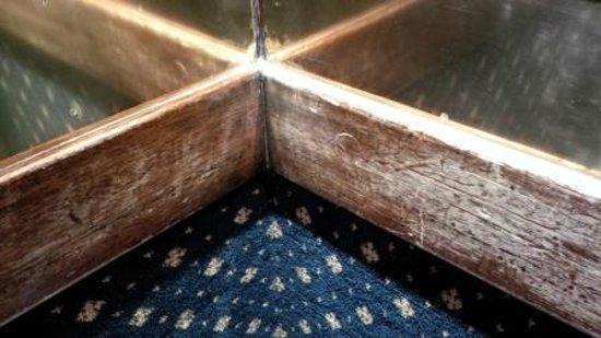 Durham Marriott Hotel Royal County: Run down lift interior