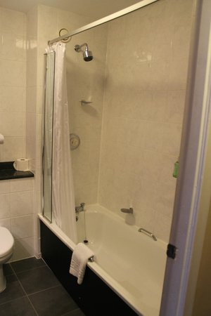 Edinburgh Capital Hotel: Shower