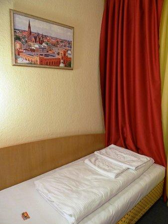 Hotel am Hauptbahnhof : kleines Einzelzimmer