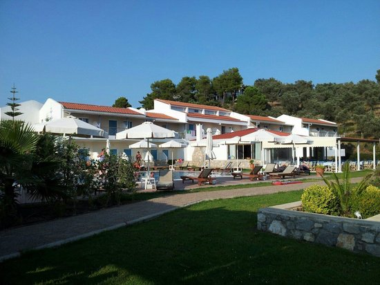 Troulos Bay Hotel: View from the pool bar