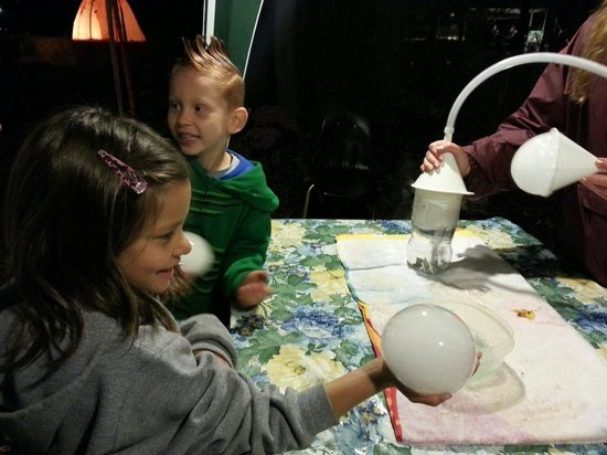 Beech Creek Botanical Garden & Nature Preserve: Science experiment with bubbles
