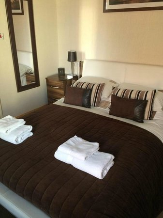 The Waterford: King Size Bed