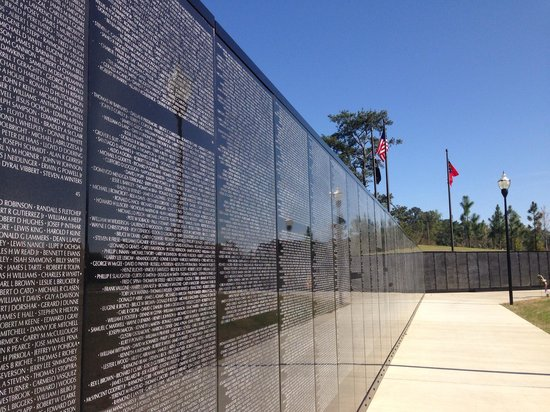 National Infantry Museum and Soldier Center: Replica of the Vietnam Memorial