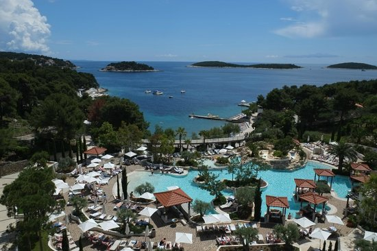 Amfora, hvar grand beach resort: Looking outside from the lobby