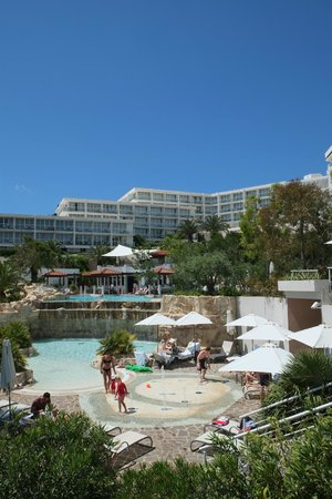 Amfora Hvar Grand Beach Resort: Pool and Hotel