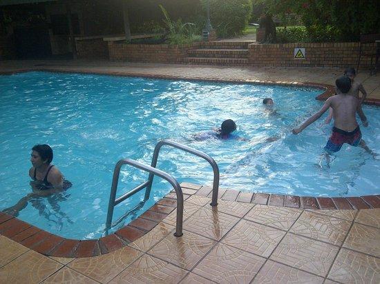 Anew Hotel Hluhluwe & Safaris: pool