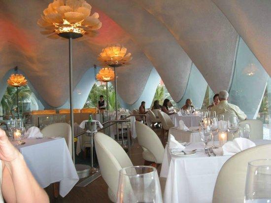 Perla: Dining Room