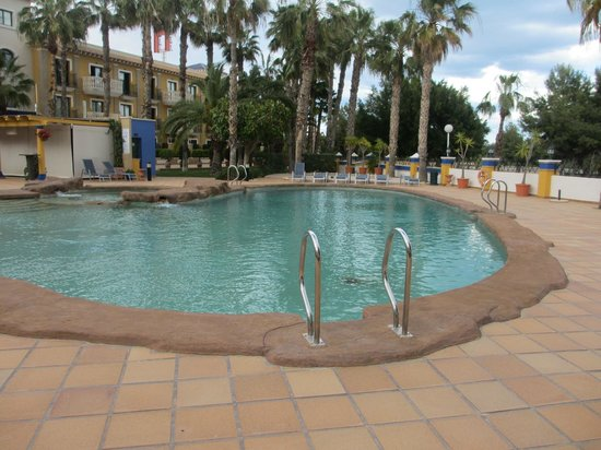 Hotel La Laguna Spa & Golf: Pool area