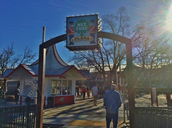 Fenton's Creamery: The Vacaville restaurant has the added advantage of the Nut Tree Park