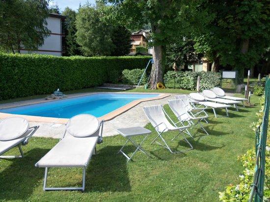 Albergo Ristorante La Torre : solarium piscina