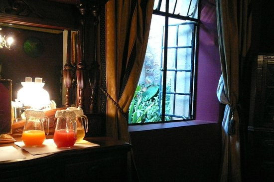 The Nesbitt Castle: A baronial breakfast awaits you!