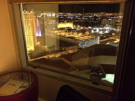 Planet Hollywood Resort & Casino: Great mountain view! 34th floor